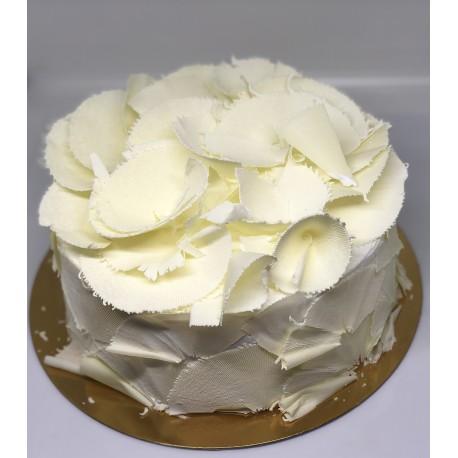 Tort okrągły ze skrobaną czekoladą (białą)